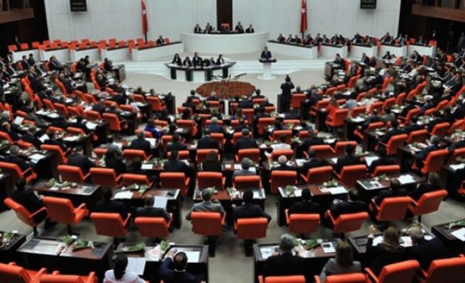 Kamu kurumlarında görevli 10 bin 131 kişi meslekten ihraç edildi