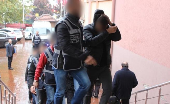 Gözaltındaki 9 polis adliyeye sevkedildi