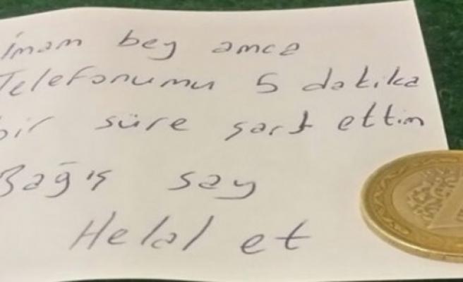 Camide telefonunu şarj etti, ´helallik´ isteyen not ve 1 lira bıraktı