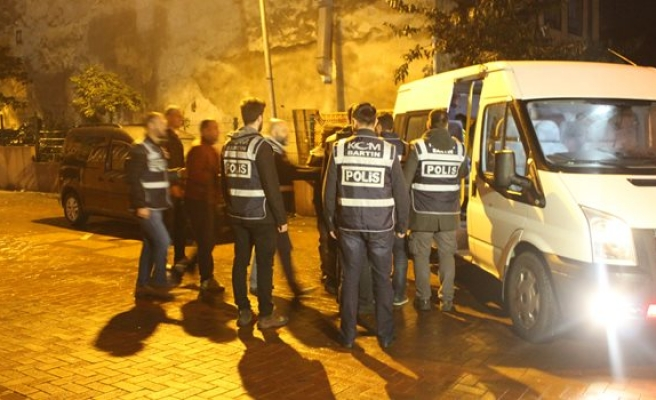 FETÖ operasyonunda gözaltına alınan 9 polisten 8'i tutuklandı