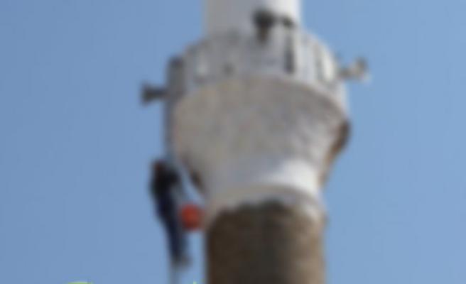 İşten çıkarılan genç cami minaresine çıkıp intihara kalkıştı