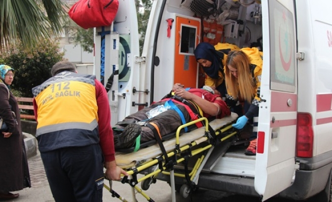 Omzuna asansör düşen işçi yaralandı