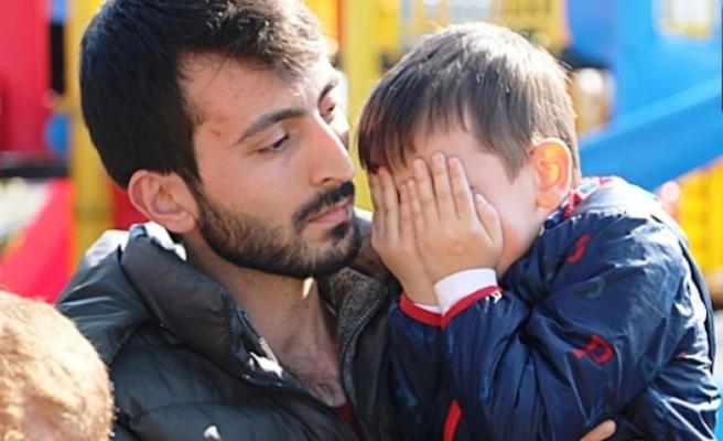 Baba için gözyaşları döktü