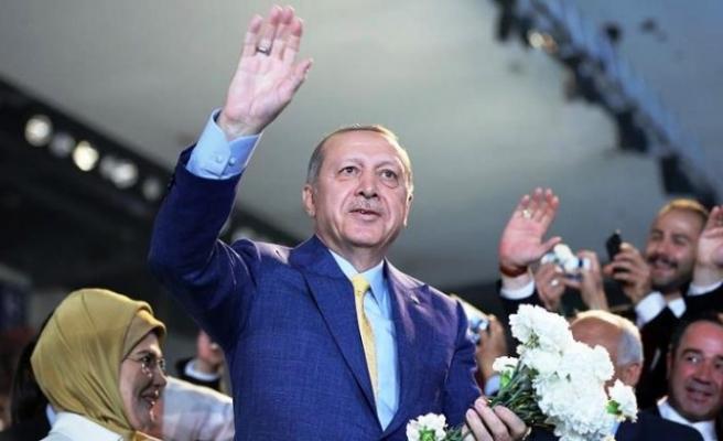 AK Parti'de 2. Erdoğan dönemi başladı. Erdoğan 1414 oyla genel başkan seçildi