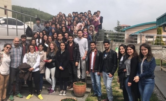 BEÜ'lü öğrencilerden vatandaşlara çağrı