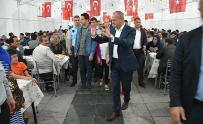 Başkan Keleş; İftar Öncesi Çadır İçinde Vatandaşlarla Sohbet Etti.