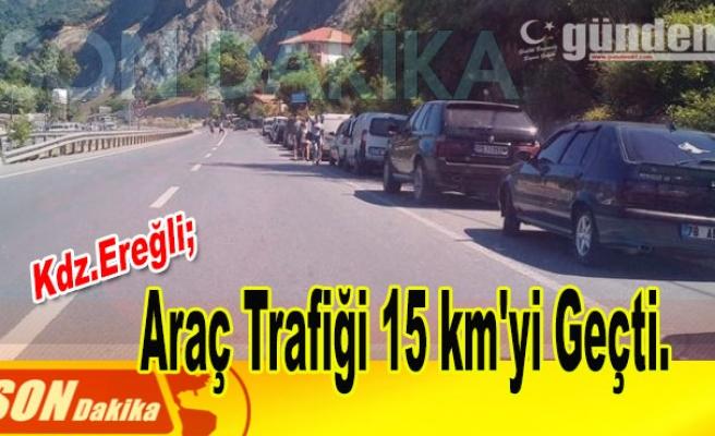 Araç trafiği 15 km'yi geçti.