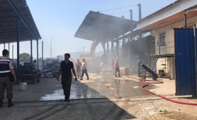 Hurdacılar Sitesi'nde Yangın iş makinası ve itfaiye söndürdü