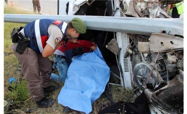 Karabük'te Trafik Kazası; Can Aldı