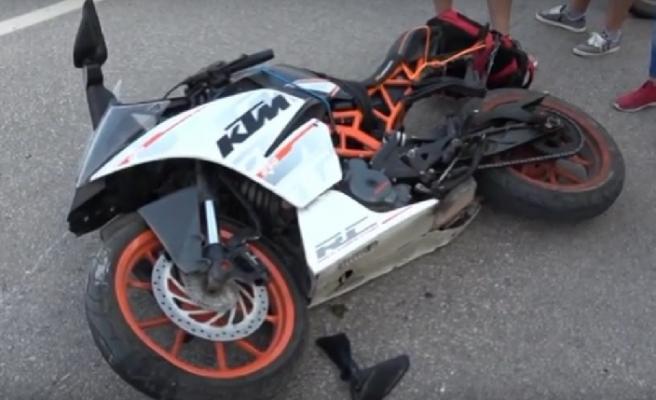 Karabük'te Motosiklet Kaldırıma Çarparak Devrildi:1 Yaralı