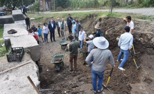 Keleş, kazı alanında inceleme yaptı