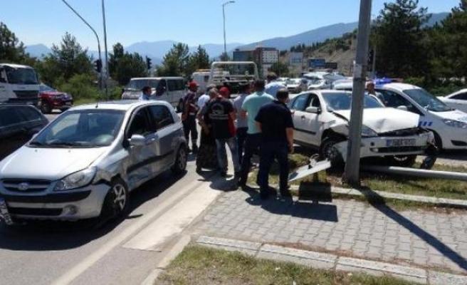 Karabük'te Trafik Kazası:Biri Çocuk 3 Kişi yaralı
