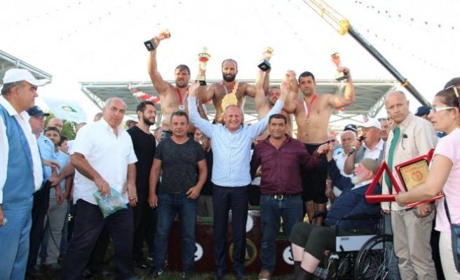 Düzce Yağlı Güreşleri'ni finalde Orhan Okulu kazandı