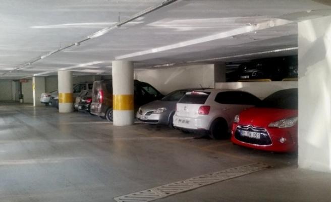 Sürücüler Araçlarını Kapalı Otoparklara Bıraktılar.