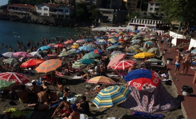 Zonguldak'da Plajlar Doldu Taştı.
