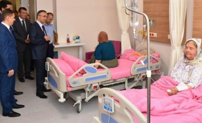Vali Çeber'den Hastane Ziyareti