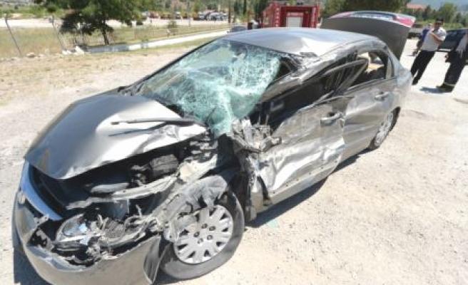 Yenişehir Mahallesinde Trafik Kazası: 1 çocuk 3 kişi Yaralı
