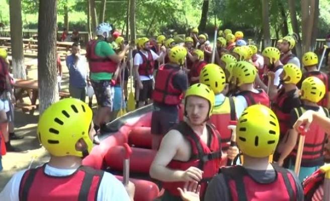 Melen Çayı'nda Rafting Yaparak Serinledi