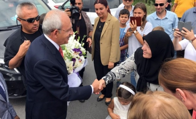 Kılıçdaroğlu; Kaynaşlı ilçesinde manilerle karşılandı