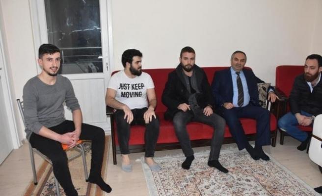 Başkan Ay üniversitesi öğrencilerinin evine misafir oldu