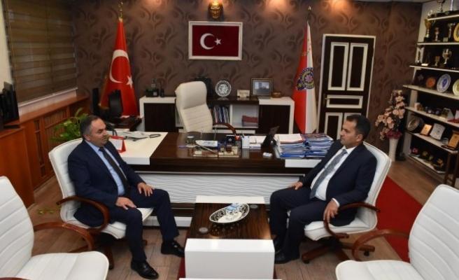 Başkan Ay'dan Özdemir ve Denize şükran plaketi...