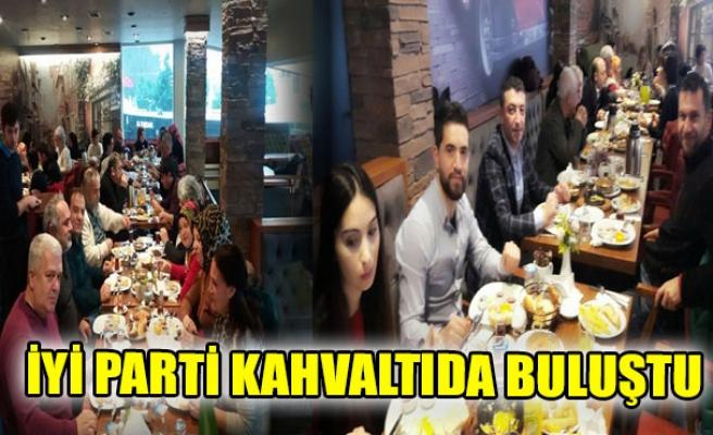 İYİ PARTİ KAHVALTIDA BULUŞTU