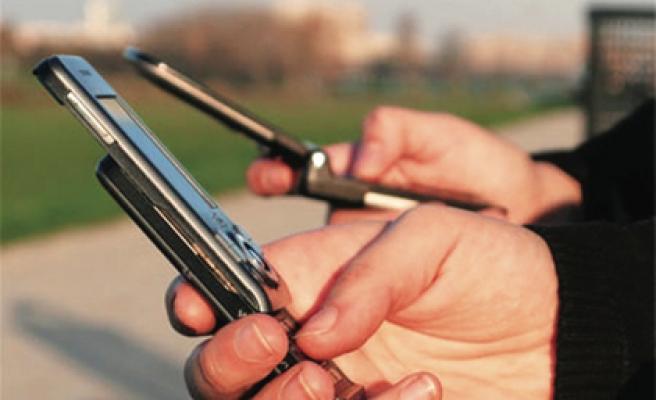 CEP TELEFONU İÇİN BALKONDAN DÜŞTÜ