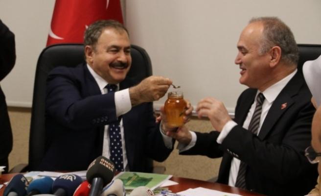 """Bakan Eroğlu: """"Bal ormanları kuruyoruz"""""""