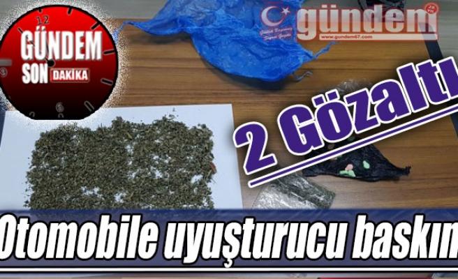 Otomobile uyuşturucu baskını: 2 gözaltı