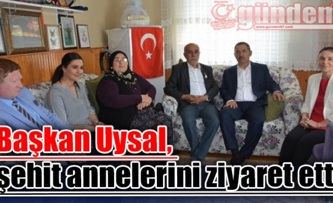 Başkan Uysal, şehit annelerini ziyaret etti
