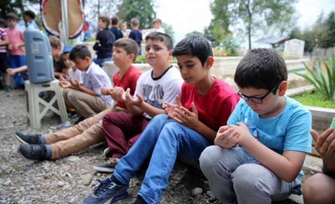 Beyköy Beldesinde İlkokul öğrencilerinden duygulandıran An.!