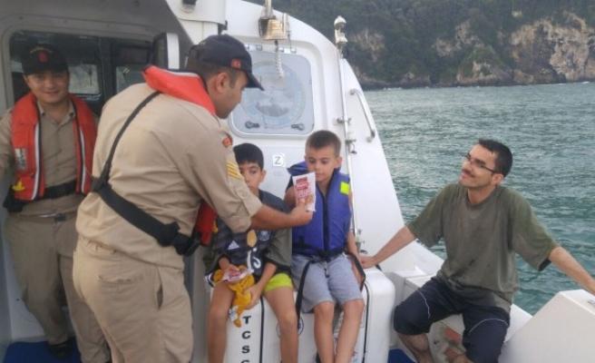 Bartın'da koyda mahsur kalan 2'si çocuk 8 kişi kurtarıldı.