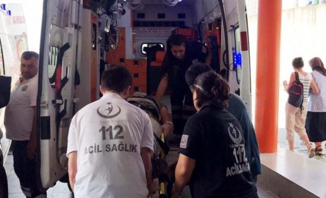 Düzce'de Çatıdan Düştü 1 Yaralı