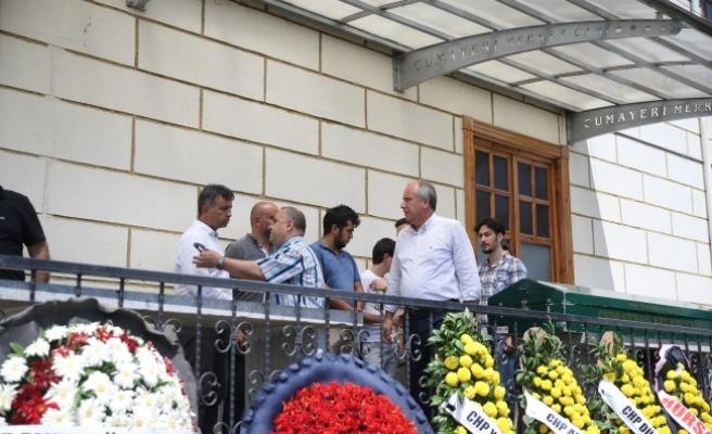 İl Başkanı Tozan ve kardeşleri burada taziyeleri kabul etti.