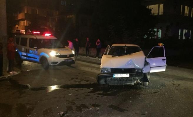 Düzce'de Otomobil ile hafif ticari araç çarpıştı: 4 yaralı