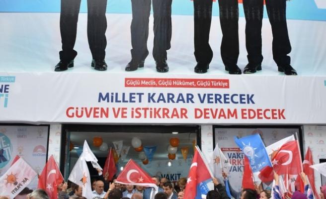 AK Parti seçim koordinasyon merkezi açıldı