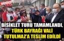 BİSİKLET TURU TAMAMLANDI, TÜRK BAYRAĞI VALİ TUTULMAZ'A...