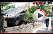 Freni patlayan otomobil bahçeye uçtu:!..