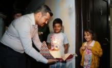 Afganlı çocukları sevindiren sürpriz ziyaret