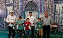 Sabah namazını kaçırmayan üçüzlere bisiklet hediye edildi