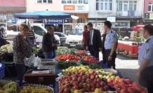 Karabük Belediyesi zabıta ekiplerinden pazar yerlerinde etiket denetimi