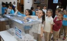Öğrencilerin Okul Meclis Başkanlığı seçimi genel seçim havasında oldu