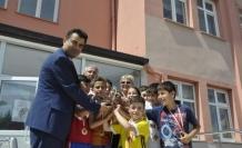 Geleneksel Çocuk Oyunları Şampiyonları ödüllerini aldı