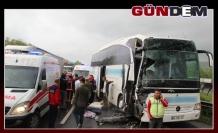 Otobüs tıra çarptı: 7 yaralı