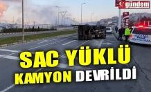 SAC YÜKLÜ KAMYON DEVRİLDİ