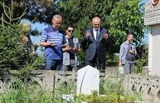 Bakan Özlü, mezarlık ziyareti yaptı