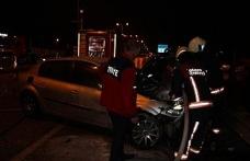 İki otomobil çarpıştı, araçlardan biri alev aldı