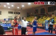 Zonguldaklı boksör kıl payı kaybetti!..