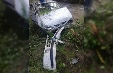 Yoldan çıkan otomobil dereye uçtu: 3'ü çocuk 6 yaralı