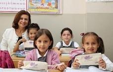 İlkokul öğrencilerine Başkan Köse'den hediye